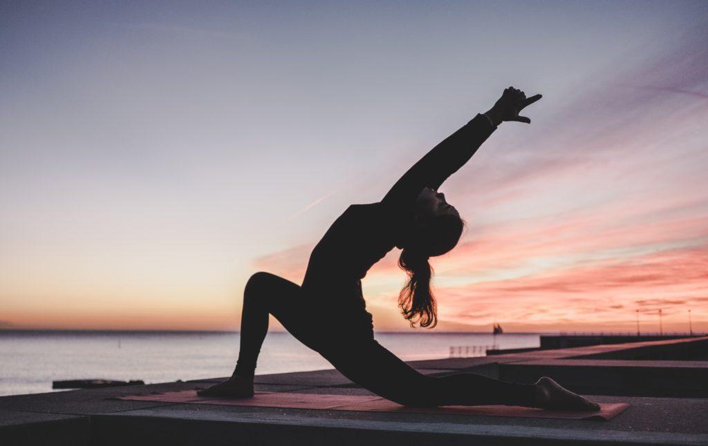 femme en pose de Yoga